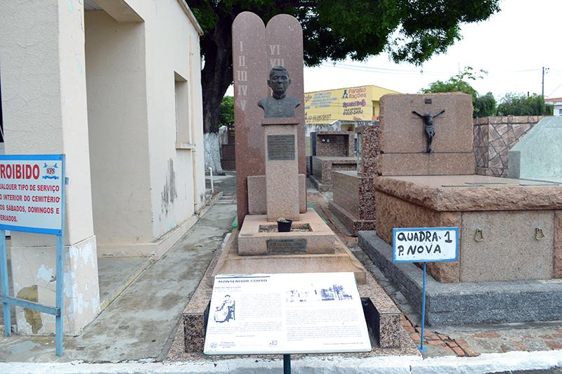 Cemitério da Saudade em Salto oferece viagem na história